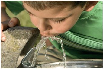 Extração de dioxano e hidrocarbonetos aromáticos da água