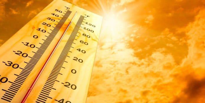 Qual é a diferença entre análise térmica e calorimetria?